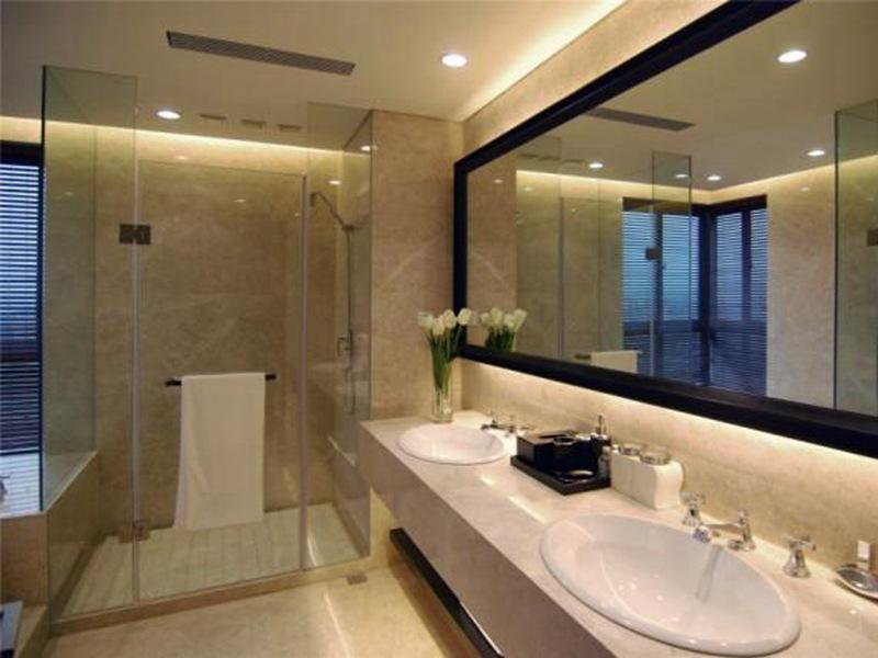 现代简约卫生间瓷砖