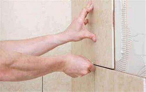 地板砖上有胶了怎么办?伊诺飞来帮你!