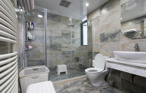 卫生间地板砖应该如何铺,选什么颜色好?